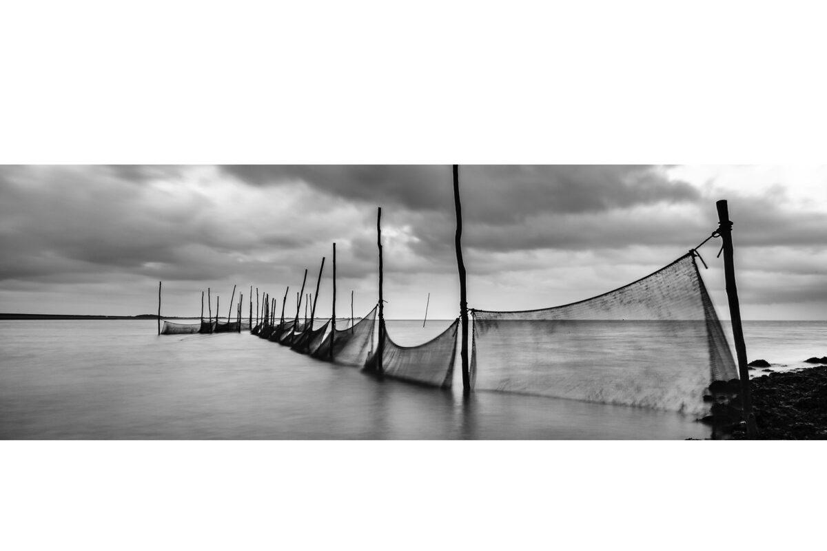 Zwartwit opname met lange sluitertijd van Visopstelling bij NOIZ Texel